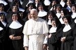 """El papa a las monjas: """"El servicio sí, ¡la servidumbre no!"""""""