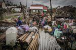 Decenas de miles de personas en refugios por tifón en Filipinas