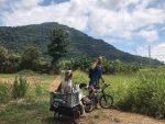 Turista varado en Perú se niega regresar a su país sin los perros que adoptó