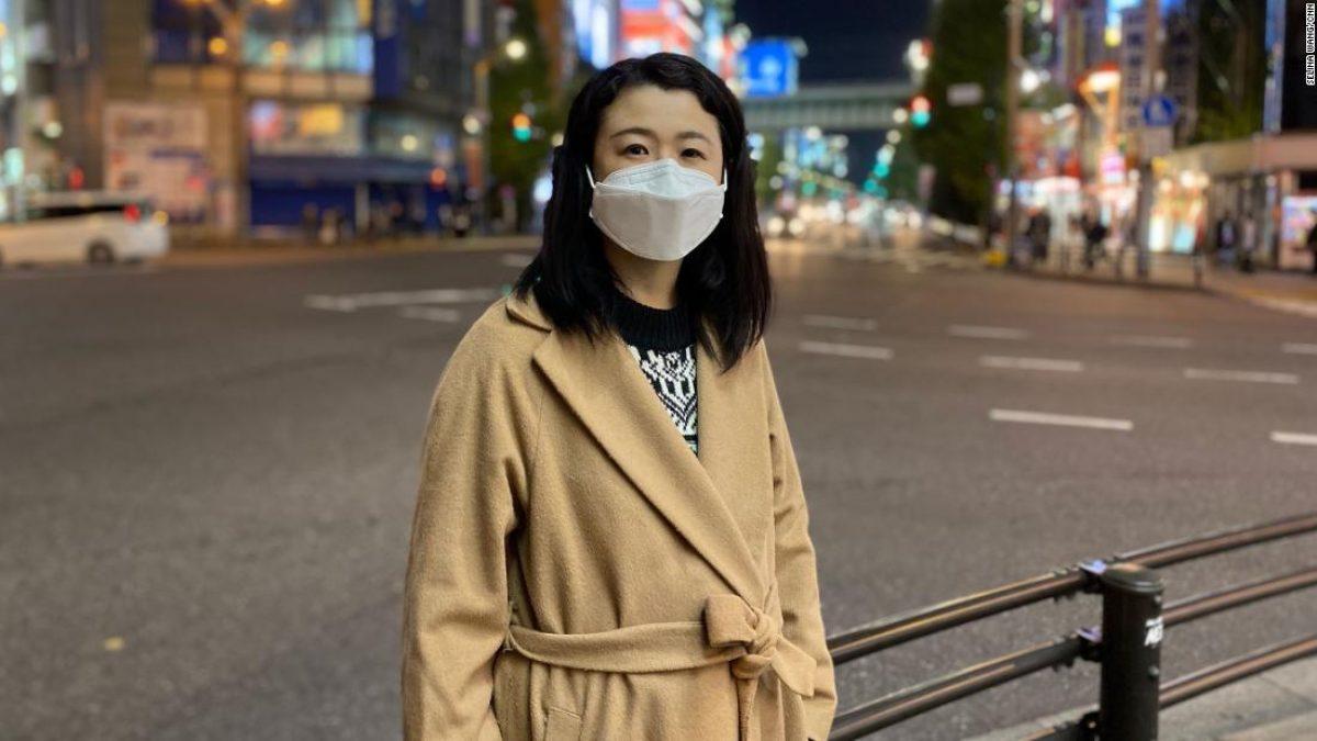 Eriko Kobayashi ha luchado con su salud mental en el pasado. Ella dice que la pandemia ha vuelto a traerle un miedo intenso a caer en la pobreza.