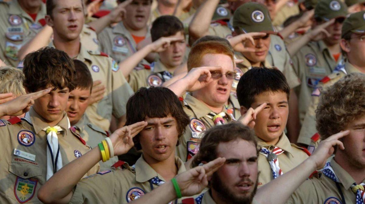 Los Boy Scouts of America están integrados actualmente por casi 2,2 millones de jóvenes de edades entre los 5 y 21 años y aproximadamente 800.000 voluntarios