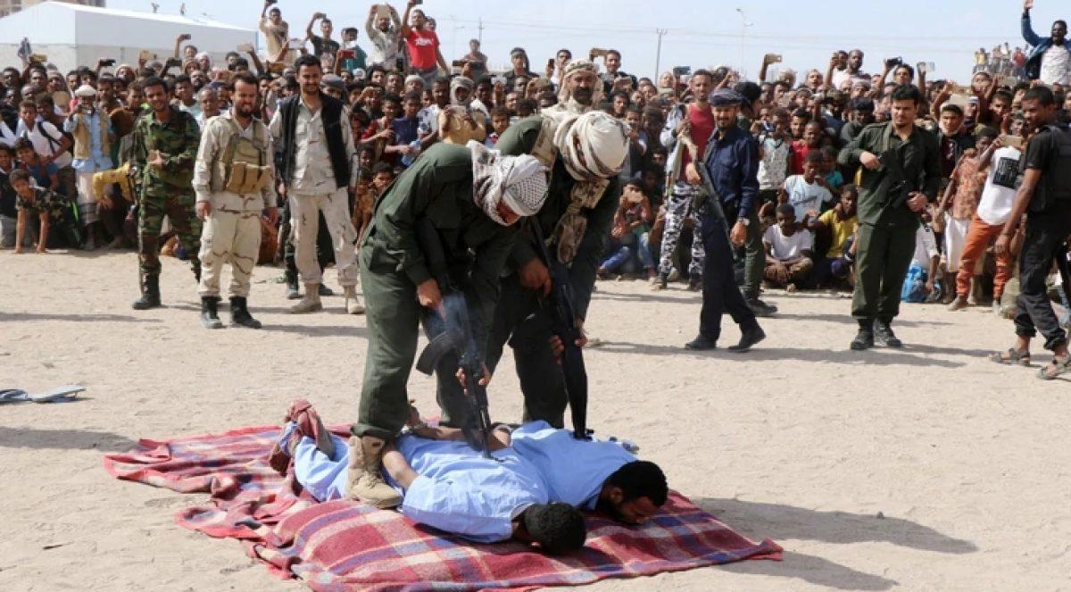 Un policía prepara las ejecuciones