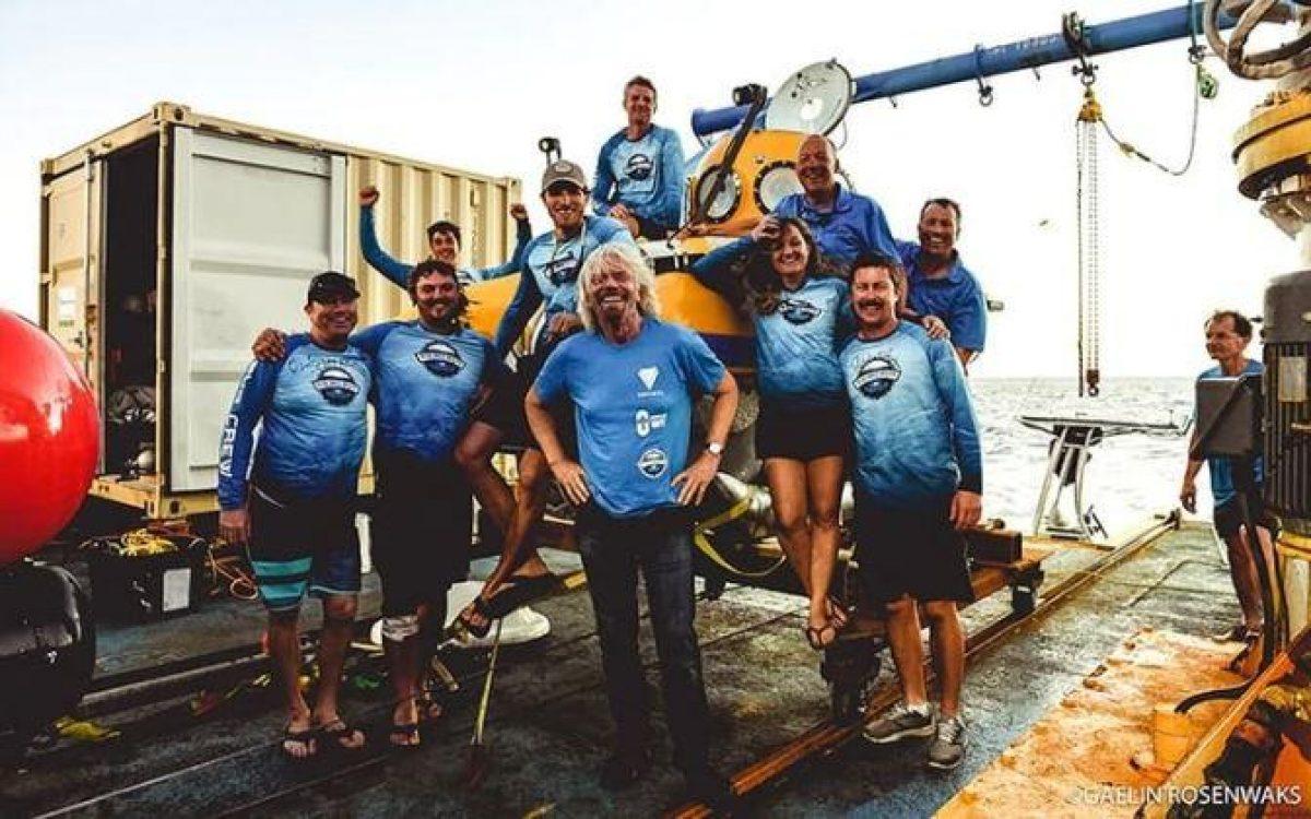 El equipo junto al mangante Richard Branson.