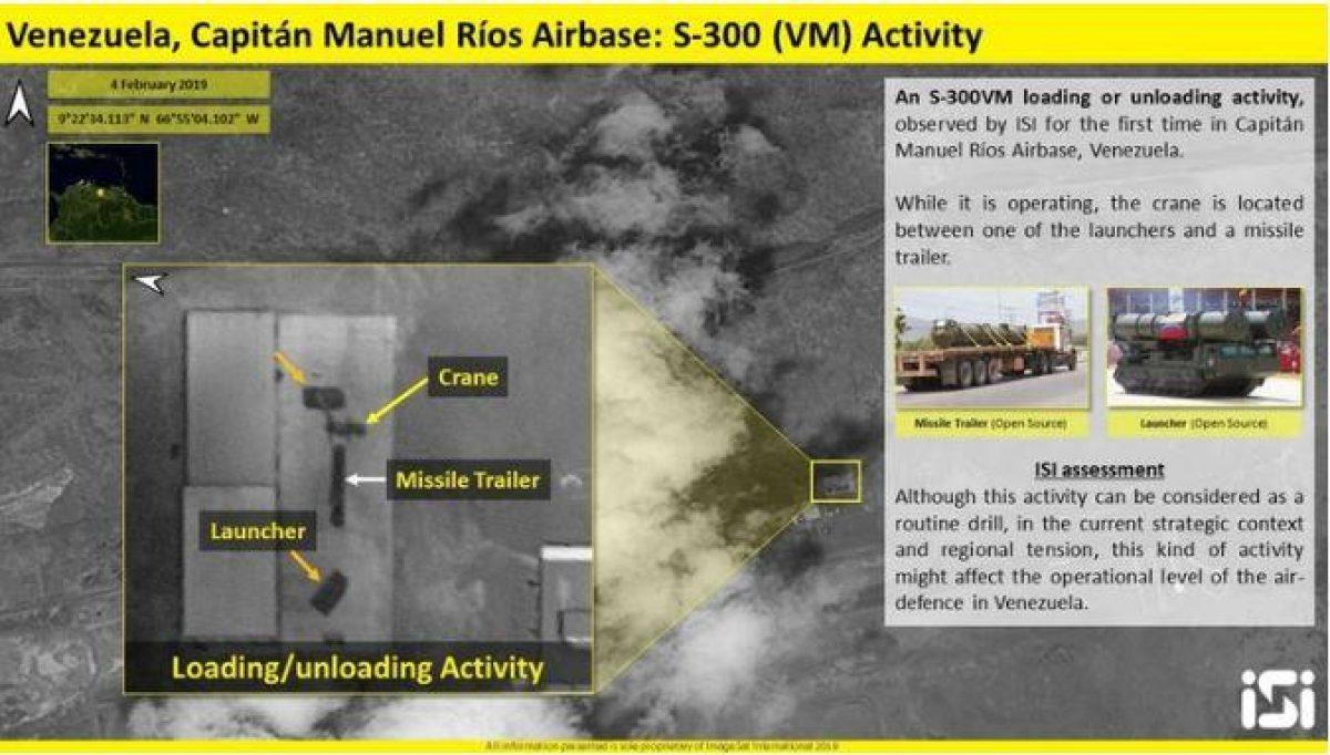 En esta imagen del 4 de febrero se muestra el desembarco y montaje de la batería de misiles S-300VM (Twitter: @ImageSatIntl)