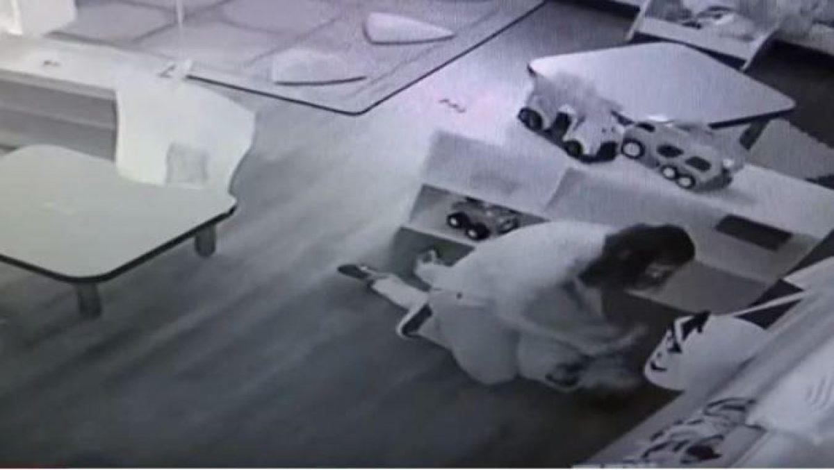 La empleada de la guardería trató de encubrir el abuso diciendo que fue el niño quien se provocó las lesiones (Telemundo)