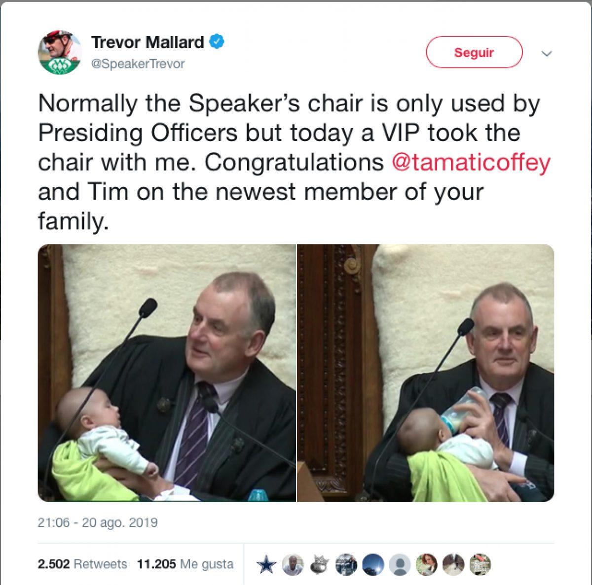 """Normalmente, la silla del presidente solo la usan los funcionarios que presiden, pero hoy una persona muy importante usó la silla conmigo"""", tuiteó."""