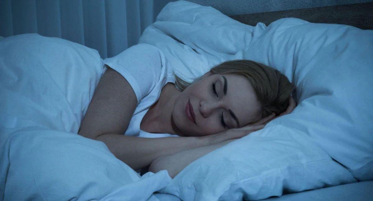 Se recomienda dormir entre 6 y 8 horas diarias para recuperarse de manera adecuada. Cuando el cuerpo no reposa, se pueden generar efectos nocivos en la salud.