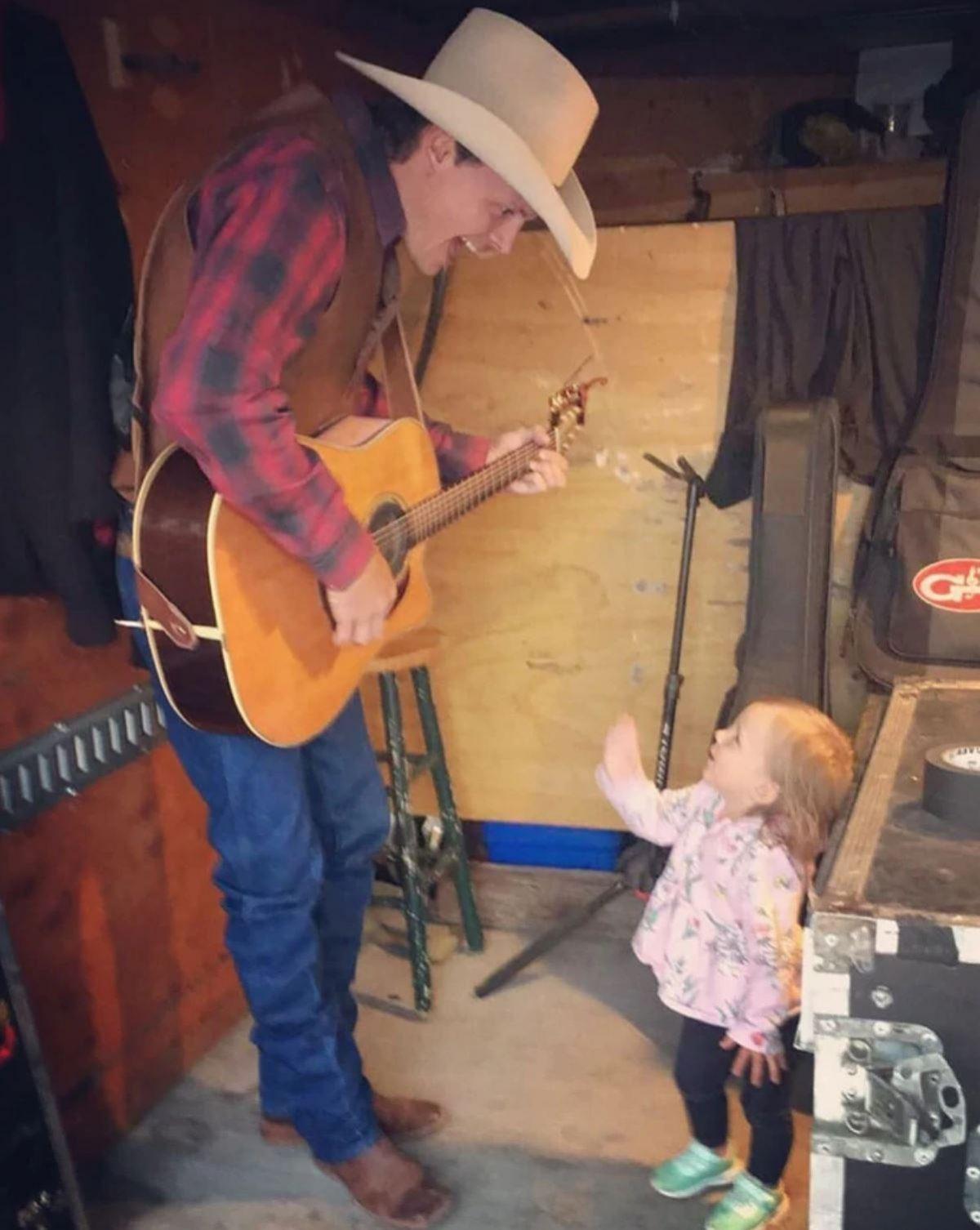 La hija del cantante de country Ned LeDoux, de 2 años, murió asfixiada