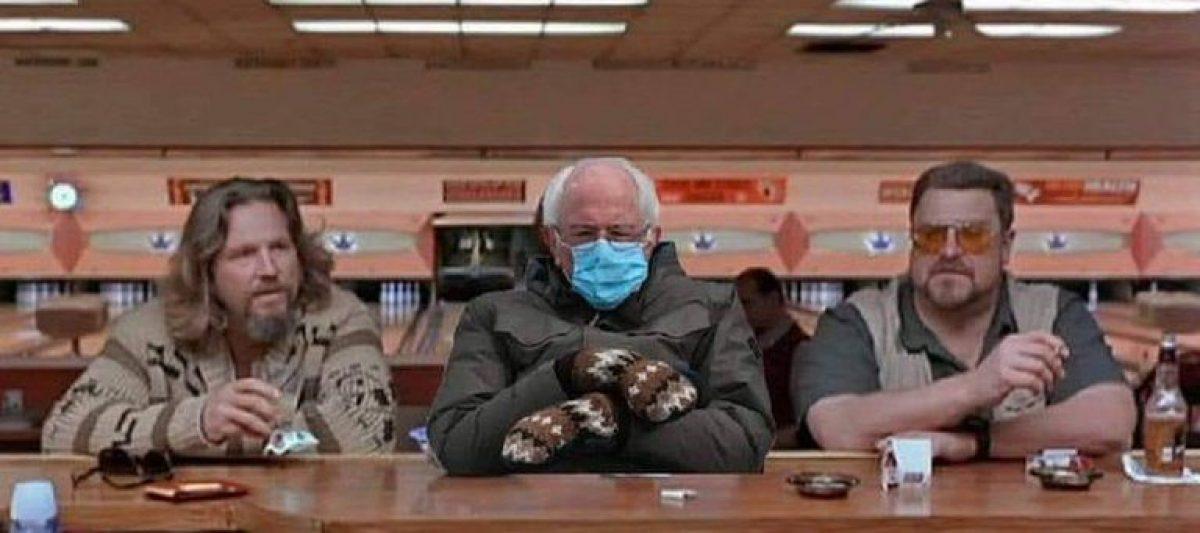 "Bernie Sanders entre Jeffrey ""The Dude"" Lebowski (Jeff Bridges) y Walter Sobchak (John Goodman), personajes de la película El gran Lebowski."