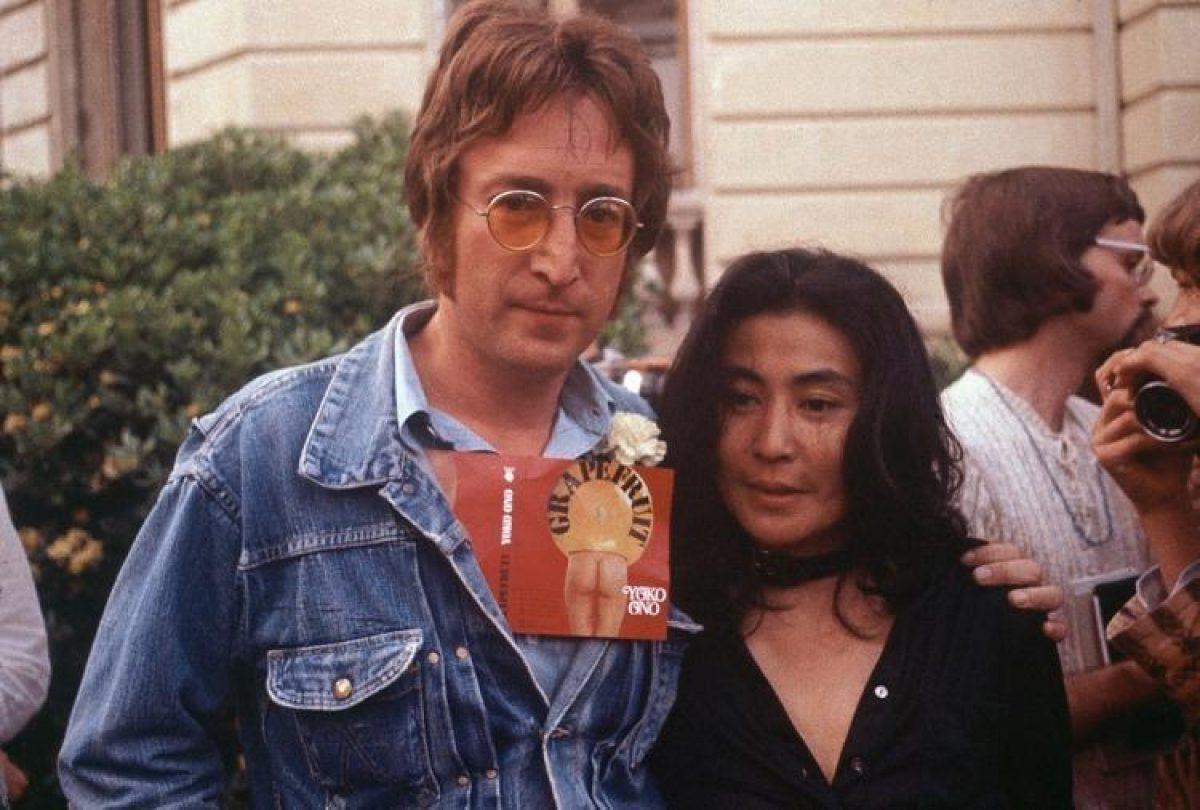 John Lennon y su segunda esposa, Yoko Ono habrían visitado a la curandera