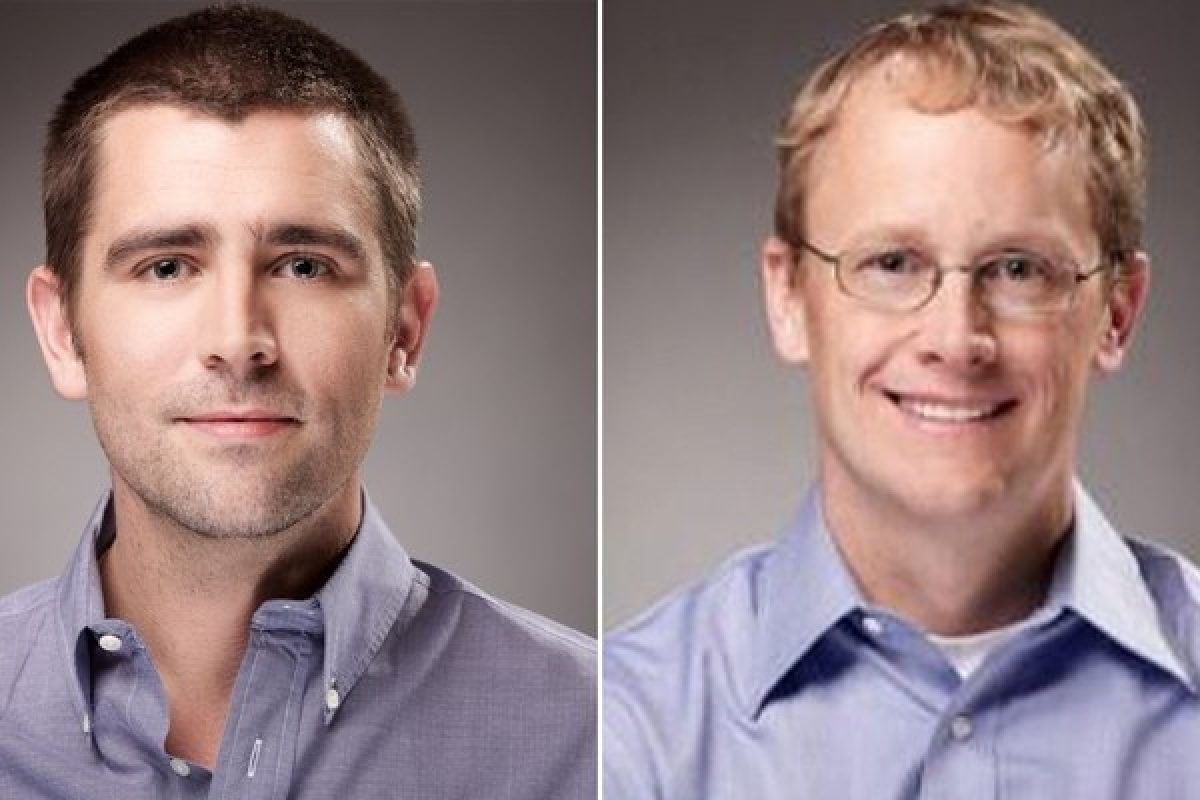 Chris Cox, uno de los ejecutivos de rango más alto en la compañía, y Chris Daniels se apartaron de la empresa un día después de una histórica caída mundial