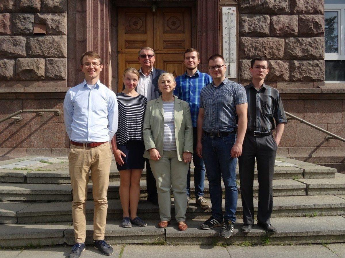 El equipo del laboratorio químico conjunto de la Universidad Estatal de Urales del Sur y la Academia de Ciencias de Rusia.