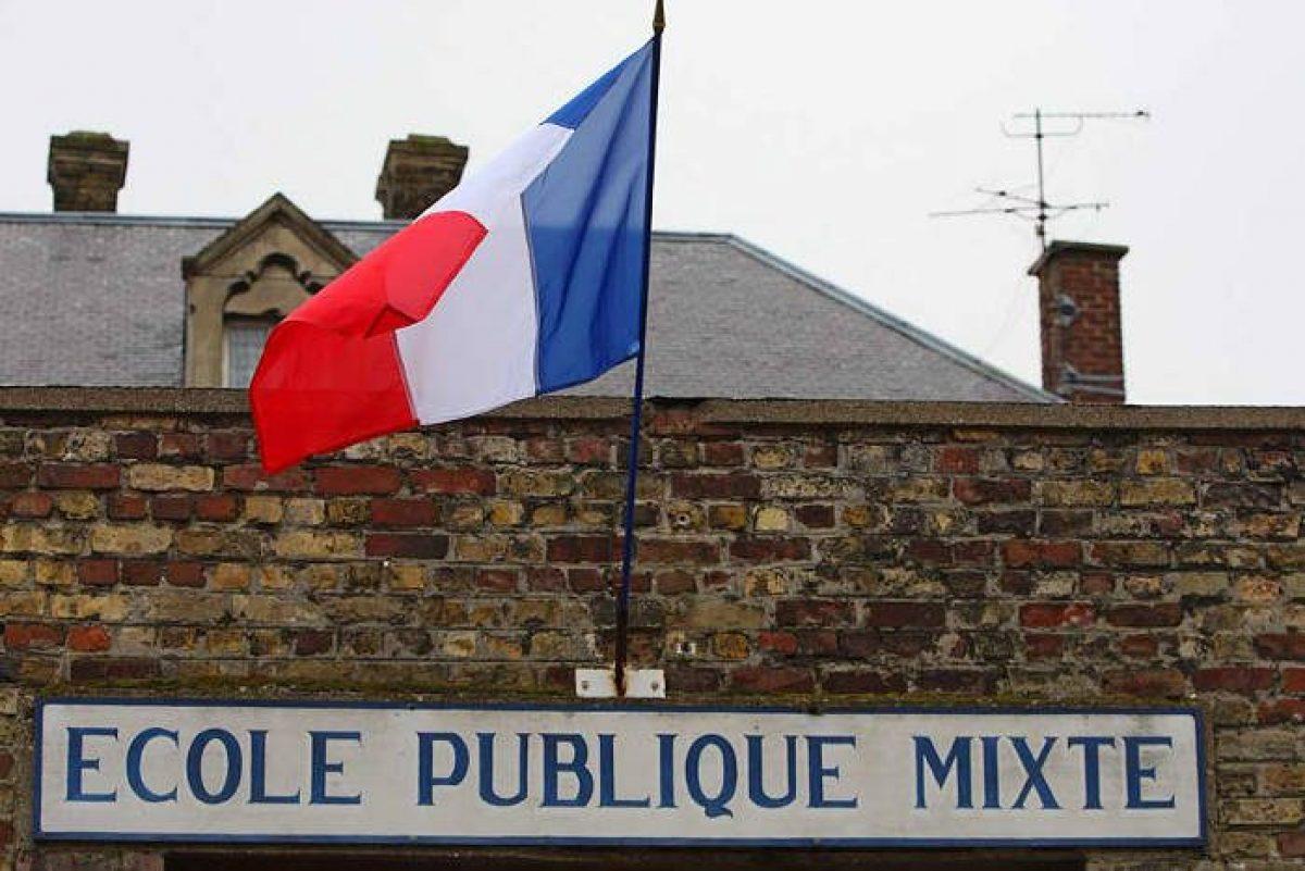 el Ministerio de Educación francés cree que esto fomentará la interacción directa, es decir, que los niños jueguen entre sí.
