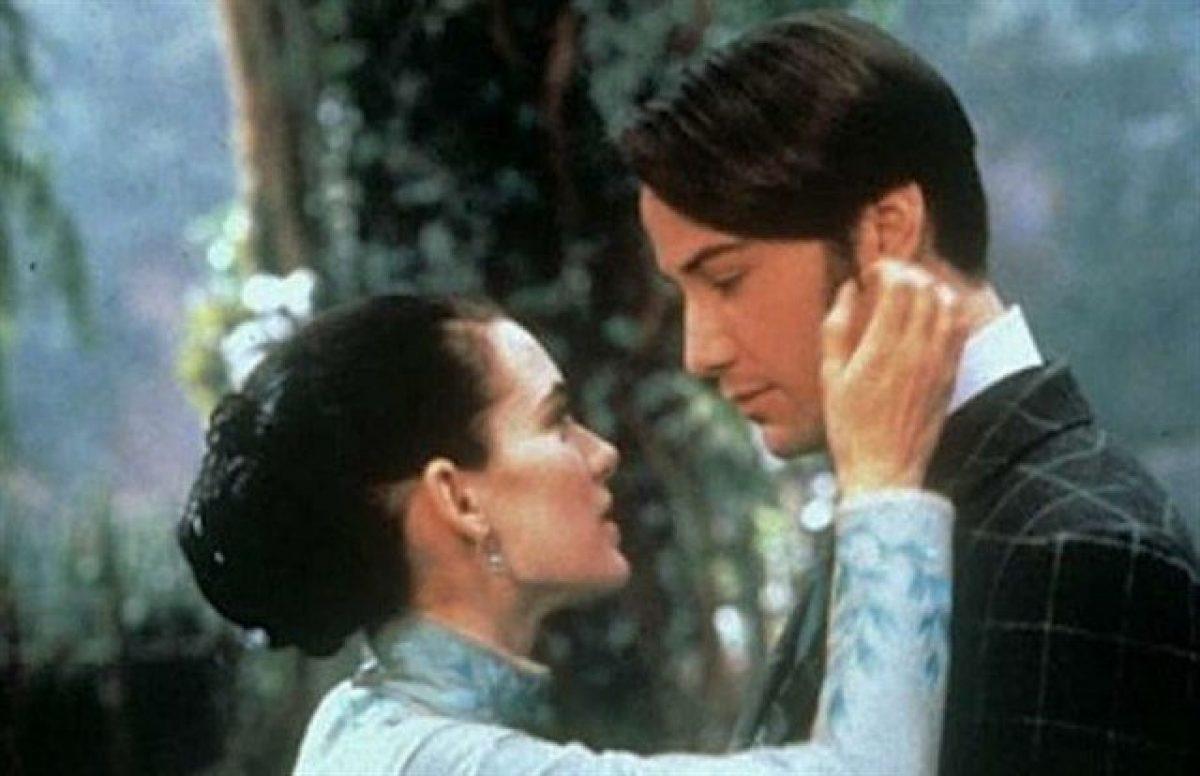 Keanu Reeves y Winona Ryder en la película Drácula