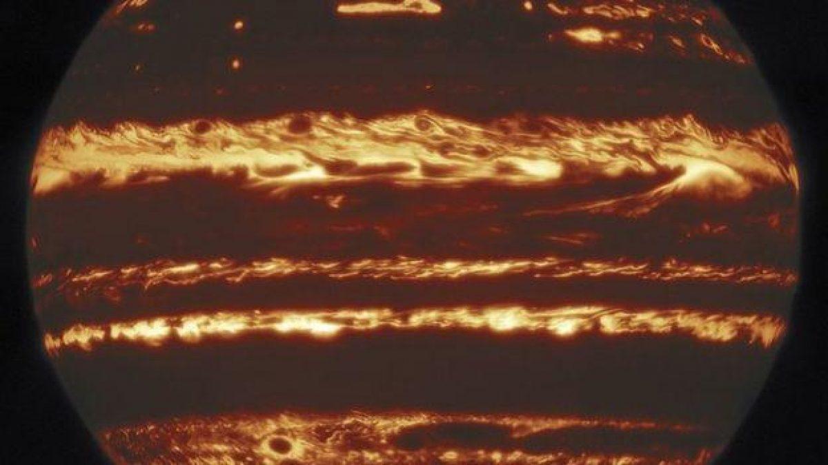 Las regiones de calor debajo de las nubes de gas quedaron definidas con gran detalle en la imagen.