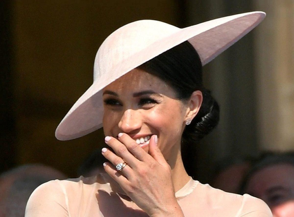 El primer anillo de compromiso de Meghan Markle tenía una banda de oro más gruesa (Reuters)