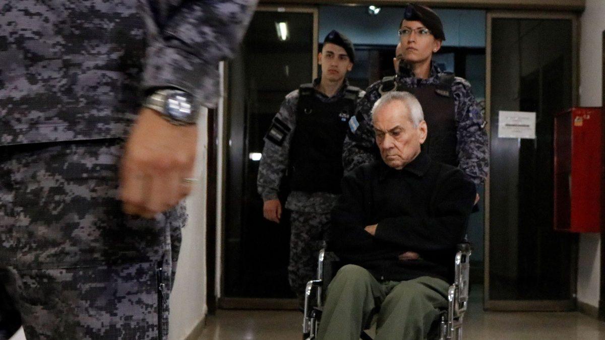 Nicola Corradi, el principal de los acusados en jerarquía dentro del Próvolo, que se moviliza en silla de ruedas, recibió 42 años de cárcel.