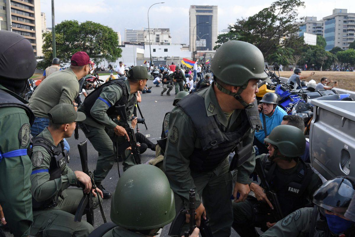 Un levantamiento militar se ha organizado en Venezuela con el liderazgo del presidente de la Asamblea Nacional, Juan Guaidó.